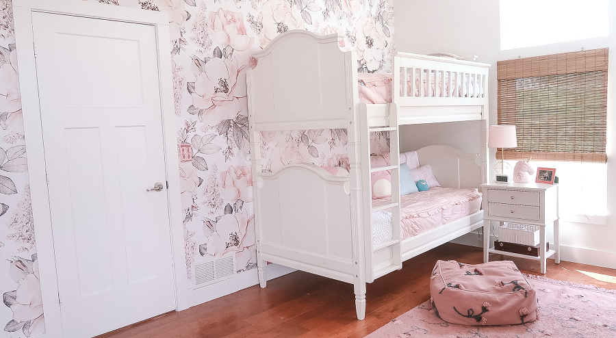 Girls\' Floral and Blush Pink Bedroom For Tweens - At Home ...